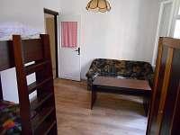 Pokoj č. 2 s rozkládacím gaučem a palandou