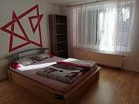 ložnice v přízemí - rekreační dům k pronajmutí Doksy