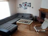 Obývací pokoj - pronájem rekreačního domu Doksy