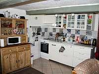 Kuchyňský kout - roubenka k pronajmutí Tachov u Doks