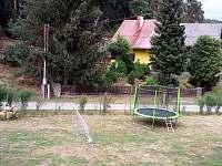 hřiště před chatou