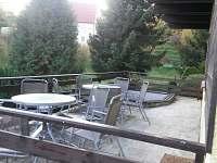 sluneční terasa - chata k pronájmu Jestřebí