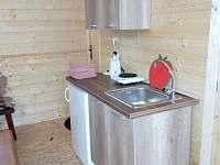 Kuchyňka v druhé chatě