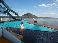 zapuštěný bazén v jezeře s filtrovanou vodou, Hlavní pláž Staré Splavy