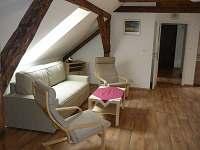 obývací kout v podkroví - Dubá-Bukovec