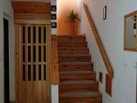 schodiště do patra - Heřmánky u Dubé