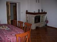 krb v obývacím pokoji - ubytování Bělá u Staré Paky