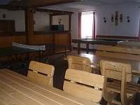 společenská místnost s kulečníkem a stolním tenisem
