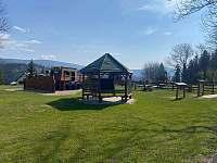 Dětské hřiště v centru obce cca 450m - Strážné