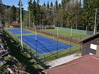 tenisové kurty 200m od roubenky