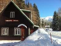 Chata DIAS v zimě - pohled na Luční horu