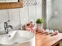 Detail koupelny - pronájem chalupy Tample