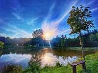 Rybník 5 km svižnou chůzí od chalupy - Tample