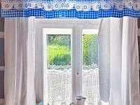 Stylová okna - chalupa k pronajmutí Tample