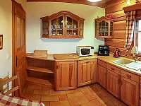 Roubenka čp 135 - plně vybavená kuchyně včetně myčky nádobí - chalupa k pronajmutí Jílové u Držkova