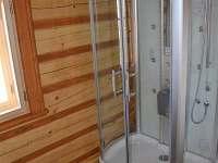 ROUBENKA čp 145: koupelna v přízemí s parním saunovým boxem, pračkou - chalupa k pronajmutí Jílové u Držkova
