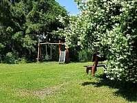 Jaro na zahradě - pronájem vily Svoboda nad Úpou