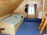"""Pokoj č.3 do """"L"""" s patrem Plnohodnotná rozkládací postel do roviny pro dvě osoby"""