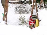 tradiční stavění bunkrů a iglů každý rok