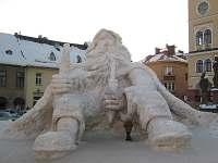 Krakonoš na zimním Jiemnickém náměstí - ubytování Jilemnice - Javorek