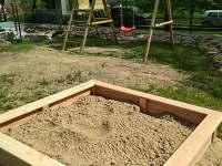 pískoviště pro děti - chalupa k pronajmutí Černý Důl