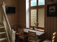 Jídelní kout v přízemí - apartmán ubytování Svoboda nad Úpou