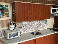 Vybavená kuchyňská linka - apartmán k pronájmu Svoboda nad Úpou