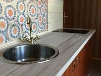 Vybavená kuchyňská linka - apartmán k pronajmutí Svoboda nad Úpou
