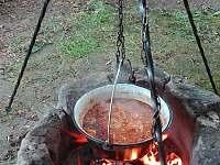 Možnost kotlikovych specialit.. - chata k pronajmutí Suchý Důl
