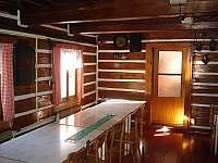 Společenská místnost - chata k pronájmu Horní Lysečiny