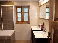 koupelna, 1.patro - pronájem chalupy Černý Důl