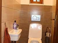 toaleta přízemí - chalupa k pronájmu Černý Důl
