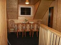 posezení u pokojů 3 a 4 - apartmán k pronajmutí Herlíkovice