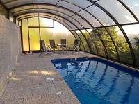 venkovní krytý bazén - pronájem apartmánu Herlíkovice