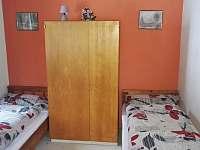 Pokoj č. 3 - lůžka 1+1+1 - chalupa k pronajmutí Strážné u Vrchlabí