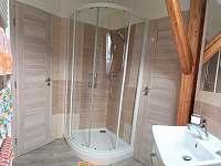 podkrovní koupelna - chalupa k pronajmutí Benecko