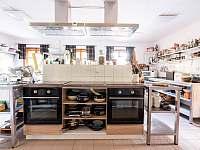 Kuchyň - pronájem chalupy Strážné