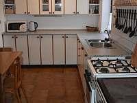 Tříč 80, kuchyň - chalupa k pronájmu Vysoké nad Jizerou - Horní Tříč