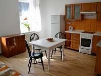 Apartmán č.2 - jídelna s kuchyní - k pronajmutí Trutnov