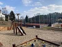 dětské hřiště 300 m od chalupy - Nová Paka - Štikov