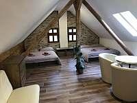 ložnice 5 lůžková s posezením - pronájem chalupy Nová Paka - Štikov