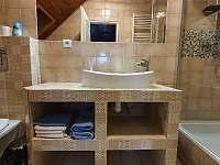 koupelna mezonetového apartmánu - pronájem Harrachov