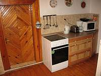 Kuchyně - roubenka k pronajmutí Víchová nad Jizerou