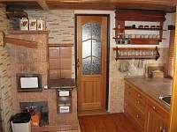 Kuchyně - roubenka k pronájmu Víchová nad Jizerou