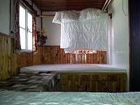 Obě dvoulůžka v ložnici v přízemí - Víchová nad Jizerou
