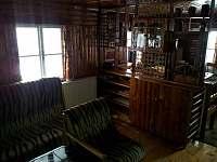 Obývací pokoj - roubenka k pronájmu Víchová nad Jizerou