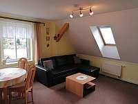 apartmán 3 obývací pokoj - k pronájmu Mladé Buky