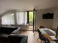 Apartmán 2 - vchod na balkon z obývacího pokoje - k pronájmu Rokytnice nad Jizerou