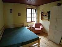 ložnice v 1.poschodí, postel 160x200