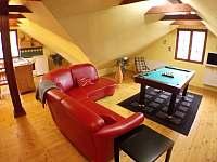 obývací pokoj ve 2.poschodí s biliárem